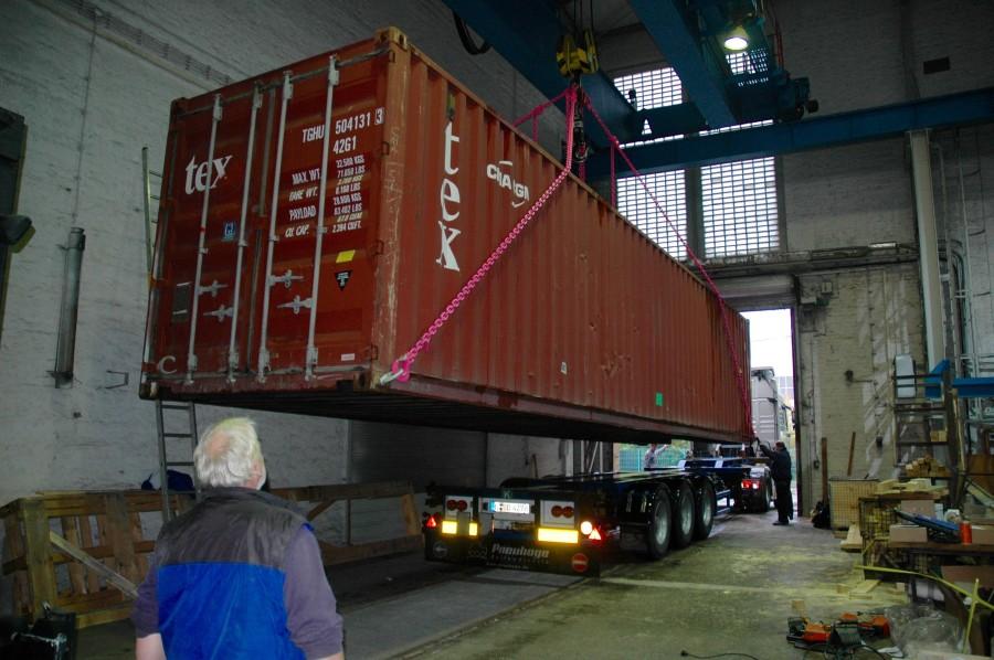Der Container macht sich auf den langen Weg nach Madagaskar